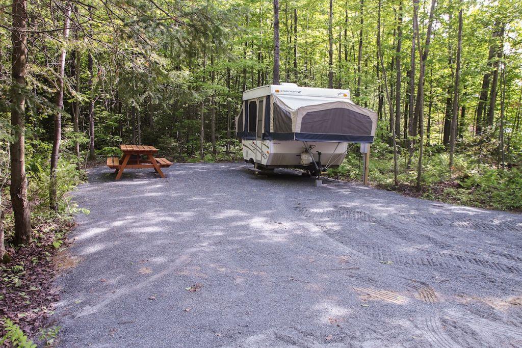Parc r gional de la rivi re gentilly terrains de camping for Camping moustiers sainte marie avec piscine