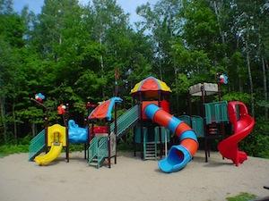 parc r gional de la rivi re gentilly jeux parc pour enfants glissoires et balan oires en. Black Bedroom Furniture Sets. Home Design Ideas